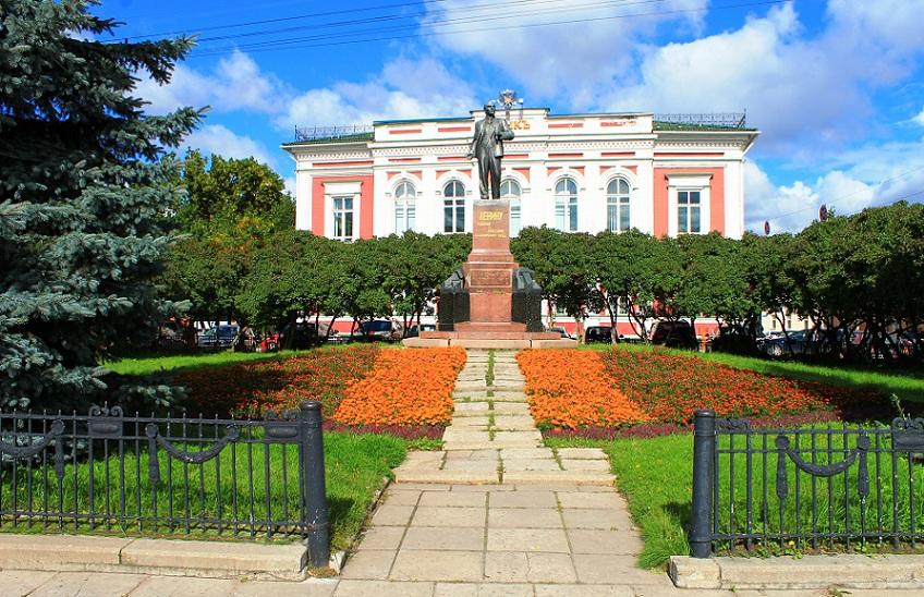 Здание Банка во Владимире и памятник Ленину
