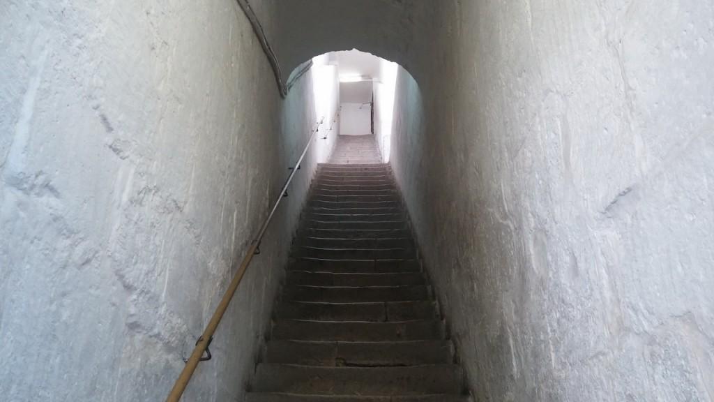 Илл 12. Древняя лестница в южном пилоне