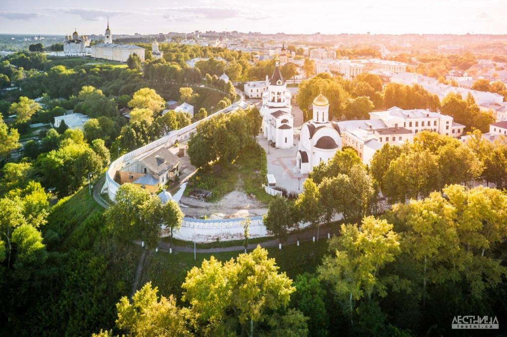 Богородице-Рождественский мужской монастырь во Владимире. Фотография от проекта lestni.ca