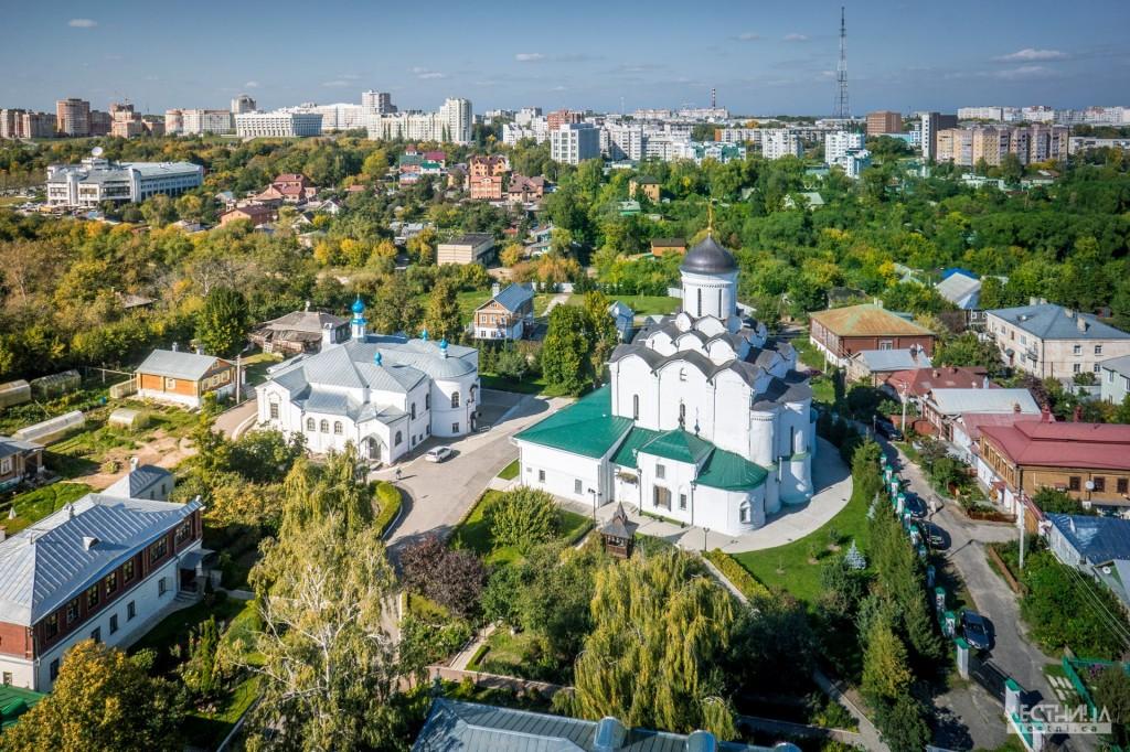 Владимир-Княгинин-Монастырь. Фотография от проекта lestni.ca
