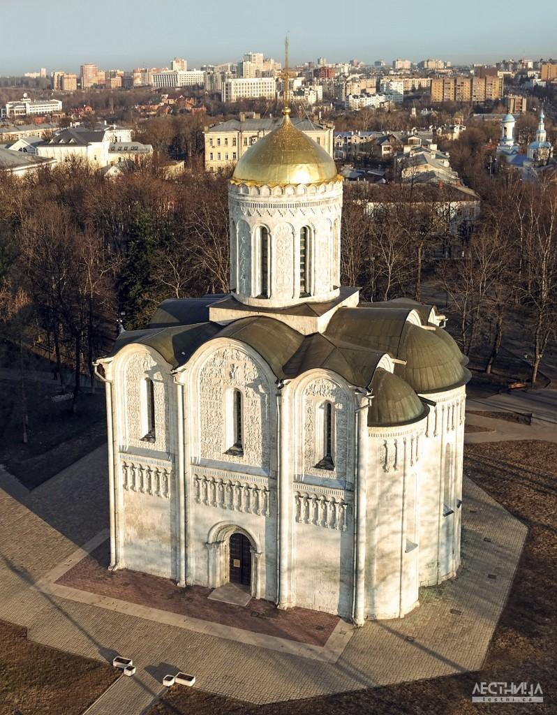 Владимир. Дмитриевский собор с высоты. Фотография от проекта lestni.ca
